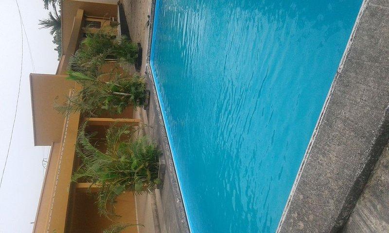 Maisonnette de vacances pour 4 personnes dans résidence avec piscine, holiday rental in Littoral Region