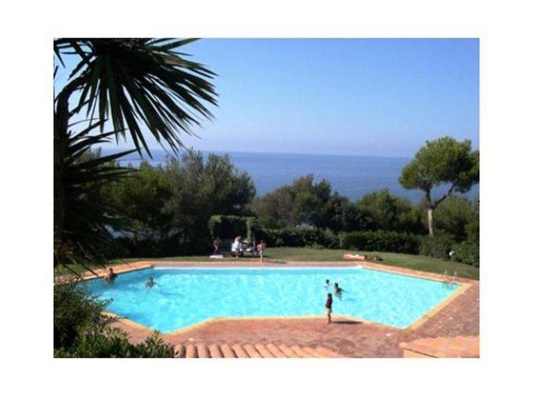 Studio rez de jardin Cap Soleil 4 personnes, vacation rental in Saint-Mandrier-sur-Mer