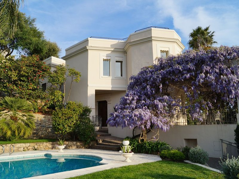 Villa d'exception La Californie, piscine vue mer panoramique, vacation rental in Cannes
