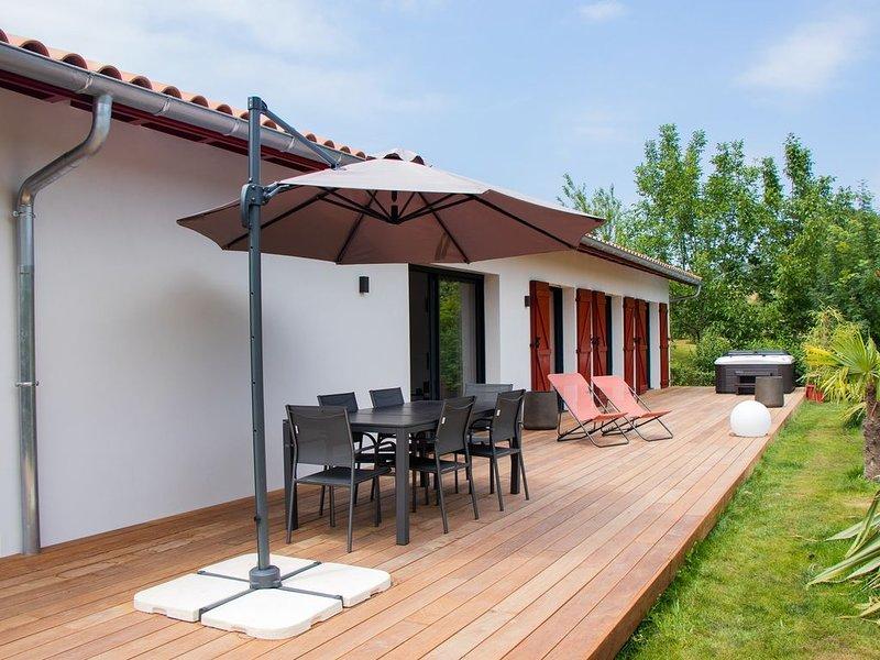 Villa d'Arcangues  néo-basque, 4* spa, clim, pétanque, 10 minutes de Biarritz, casa vacanza a Arbonne