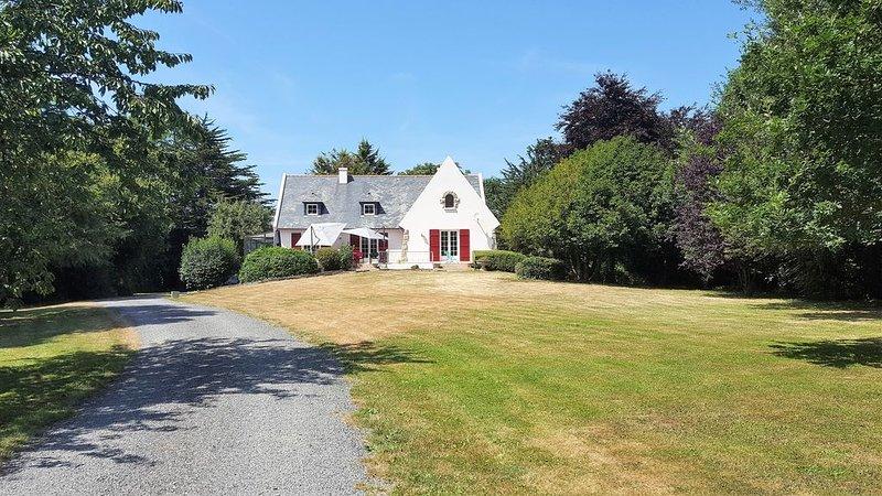 A Saint-Alban  (22), maison bretonne, 3Km mer dans un parc arboré de 6.000m2, holiday rental in Henansal