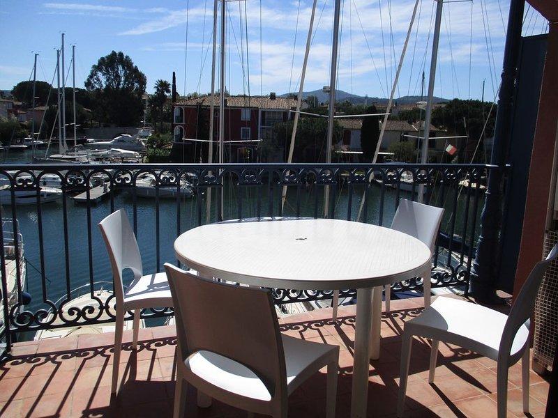 Appartement vue canaux à Port Grimaud près St Tropez, holiday rental in Grimaud