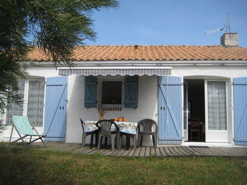 Les Tamaris, gîte 2 étoiles  à  200 mètres de la mer et des plages., vacation rental in Tharon-Plage