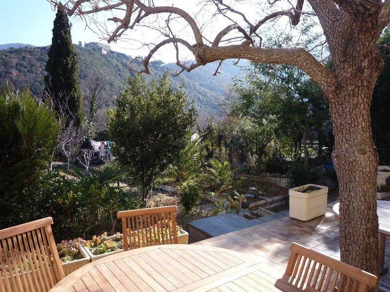 Rez-de-jardin plein sud avec terrasse de 35m2 sans vis a vis., location de vacances à Corsavy