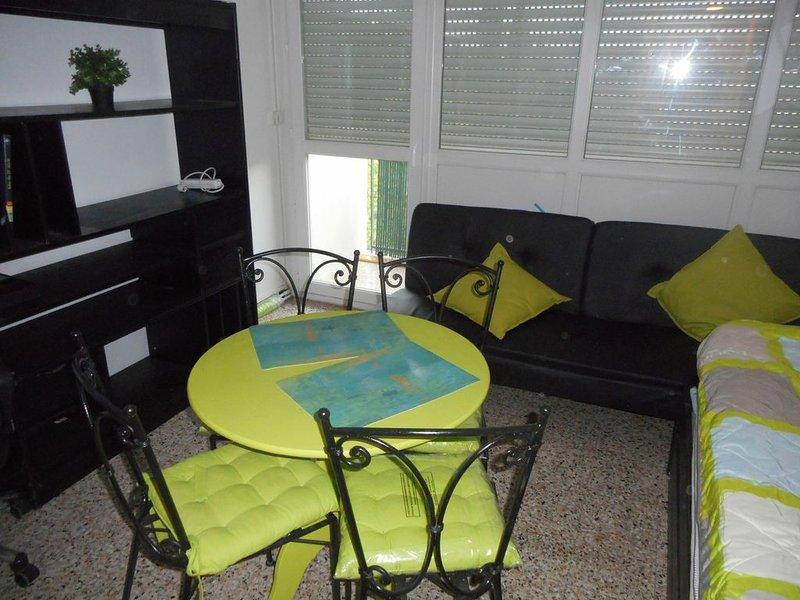 Studio meublé à Aix-en-Provence, holiday rental in Les Milles