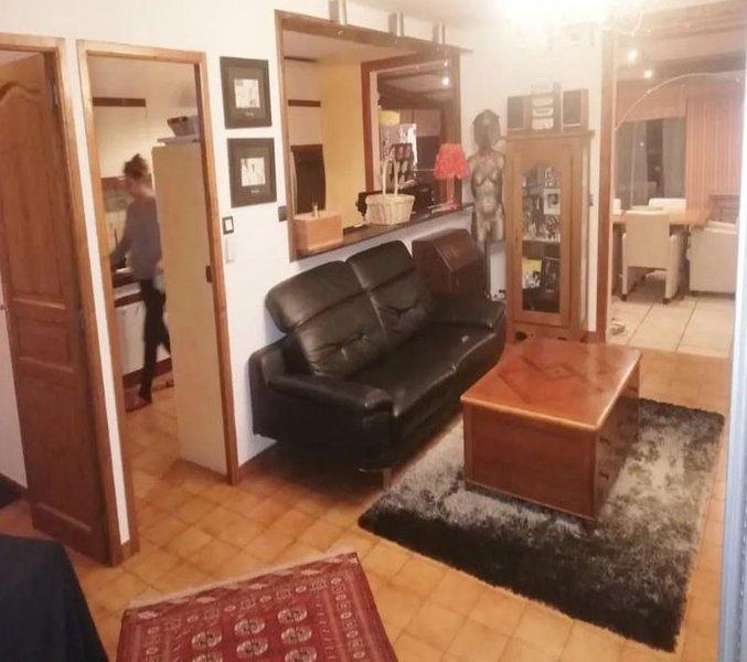 CHEZ SANDRO à 15 min de Genève & Stations Ski, rendonnée, parapente ect!, vacation rental in Bonneville