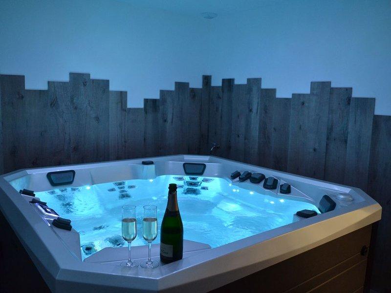 Gîte LES BULLES D'EMERAUDE avec jacuzzi  privatif intérieur, location de vacances à Dol-de-Bretagne