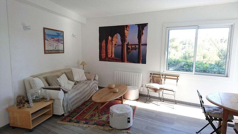 T2  rénové  - Au calme - Bel environnement - Plage à moins de 10 mn. à pied, vacation rental in Chateauneuf-les-Martigues