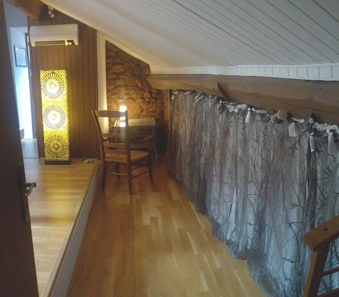 Chambre Individuelle avec Baignoire Balnéo, holiday rental in Vault-de-Lugny