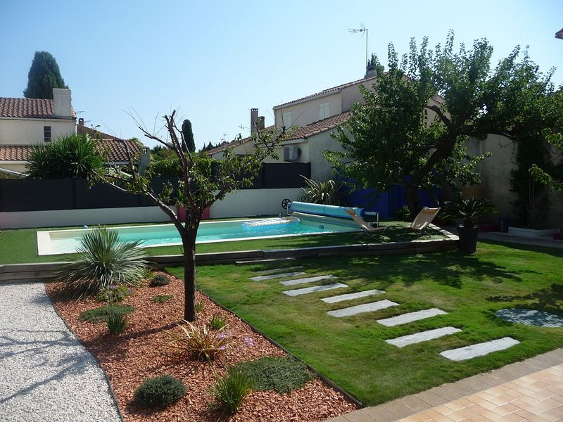 The garden and the swimming pool out of sight
