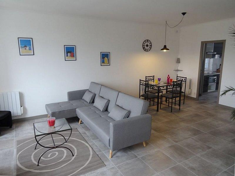 Appt T2 - 56 m² (classé 2 étoiles) : Rénové  à neuf et Meublé à neuf + Wifi, holiday rental in Vergeroux