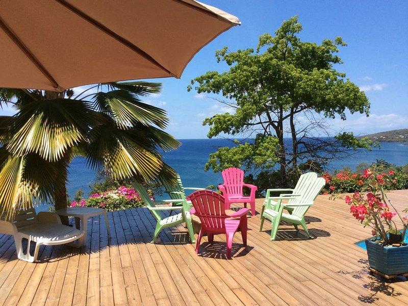 Tres Belle villa avec piscine et magnifique vue sur la Mer des Caraibes, aluguéis de temporada em Basse-Terre Island