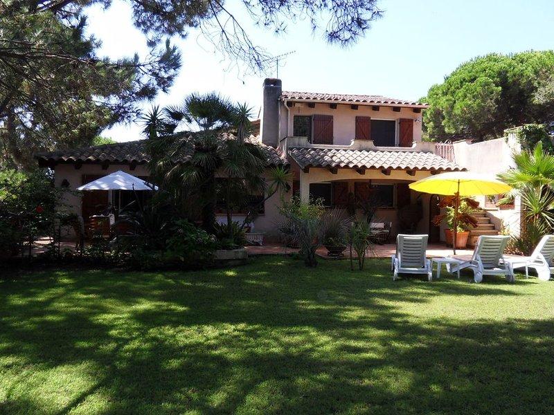 PROMOTIONS JUILLET VILLA BORD DE MER, TERRASSE ET JARDIN DANS PINEDE, holiday rental in Borgo