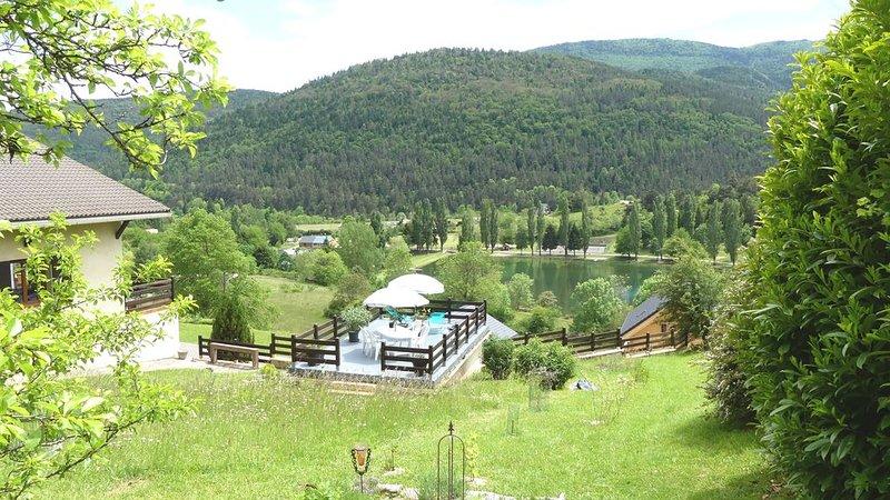 'Au-dessus du lac' : T2 70 m² en rez-de-jardin surplombant le lac de Belcaire, vacation rental in Montaillou
