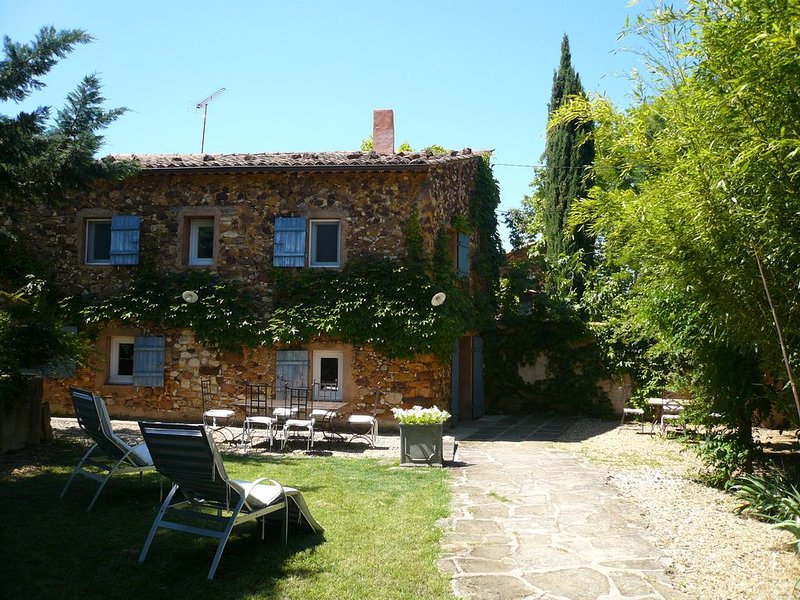 PROCHE ROUSSILLON, PETIT MAS RESTAURE, vacation rental in Gargas
