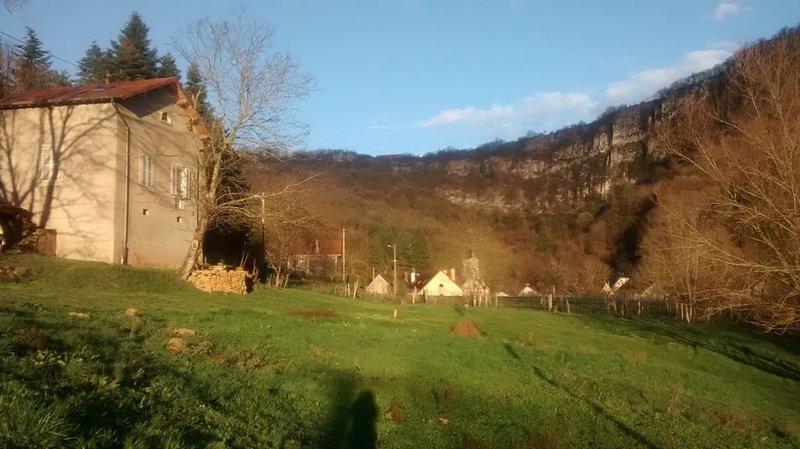 Maison indépendante avec grand terrain pour 3 personnes, location de vacances à Geruge