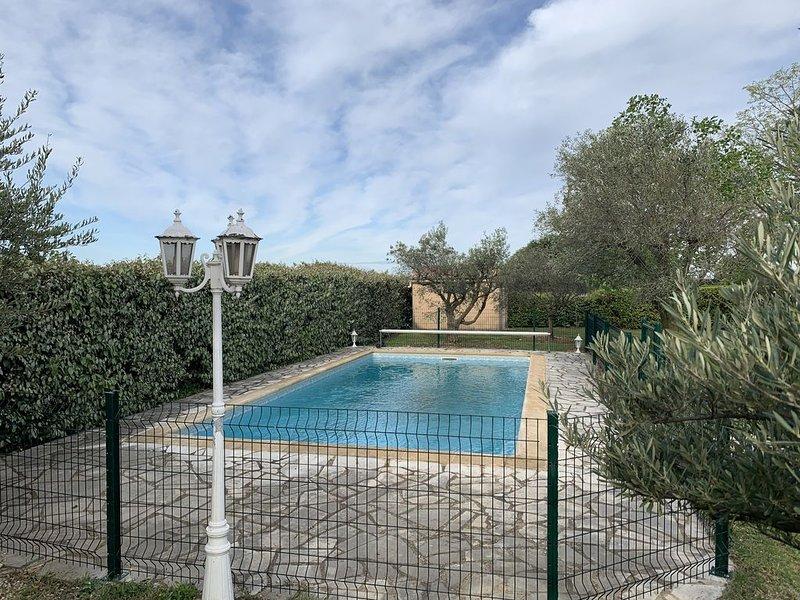 Mas provençal en pierre du 17 ème siècle, location de vacances à Suze-la-Rousse