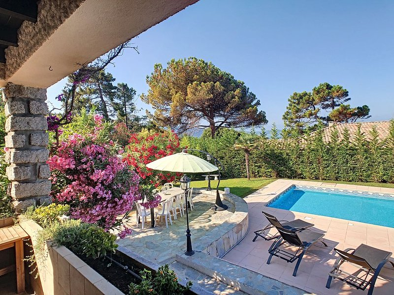 BELLE VILLA BORD DE MER PISCINE PRIVEE, location de vacances à Pietrosella