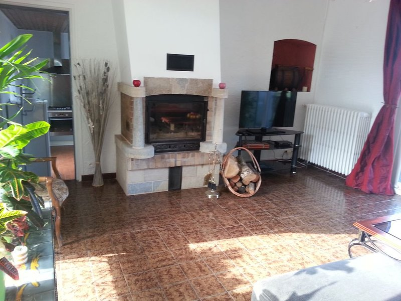 GITE LE TACOT ancienne d, holiday rental in Cult
