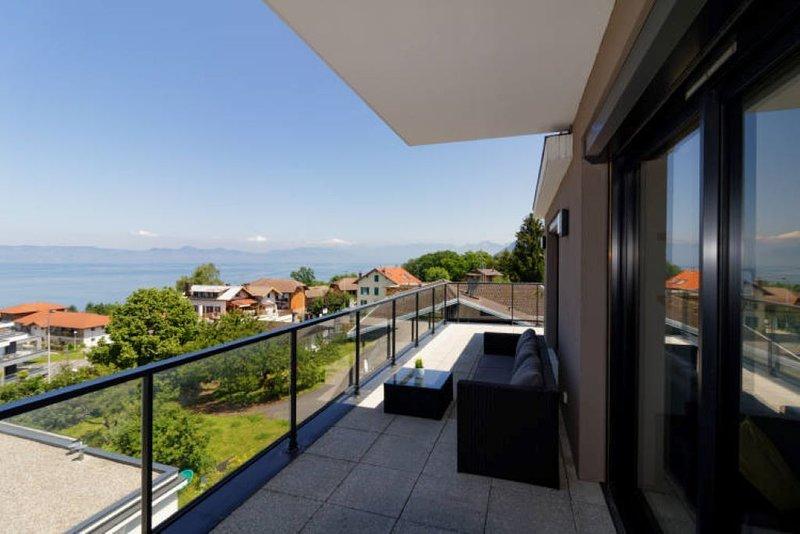 Appartement de standing Vue panoramique sur le Lac, holiday rental in Saint-Paul-en-Chablais