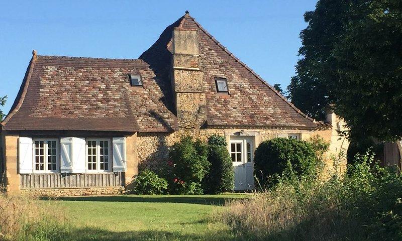 Perrot en Périgord : Maison de charme avec grande piscine, location de vacances à Cause-de-Clérans
