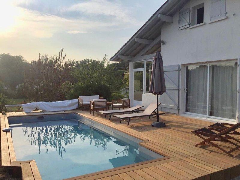Charmante maison Basque de famille avec piscine à Bidart, vacation rental in Ahetze