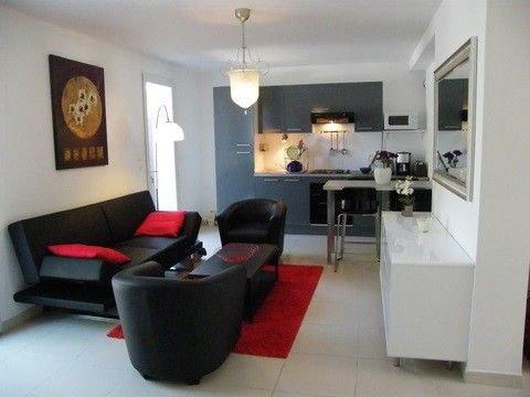 Bel appartement  avec wifi  à St Cyr sur mer à 5 mn à pied de la plage, holiday rental in Saint-Cyr-sur-Mer