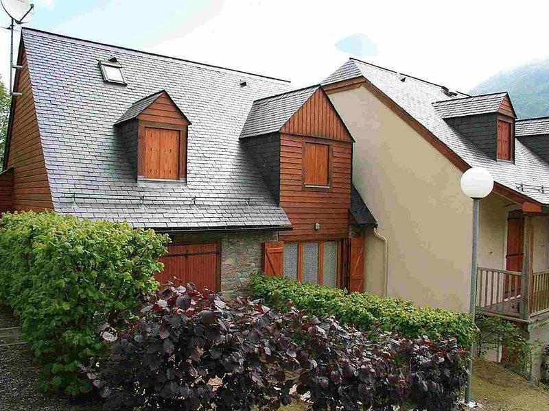 CAUTERETS, beau T3 dans résidence, 4/6 personnes, 2 chambres, parking privé ., holiday rental in Estaing