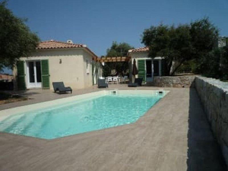 Belle villa familiale avec piscine 8 personnes, vacation rental in Monticello