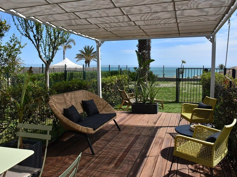 2P RDJ ACQUAMARINA - PLAGE - RESTAURANT - COMMERCES - WIFI - CLIM - Accès Handic, vacation rental in Villeneuve-Loubet