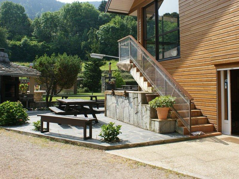 APPARTEMENT REZ DE CHAUSSE DE VILLA dans propriété entièrement close, holiday rental in Cervens