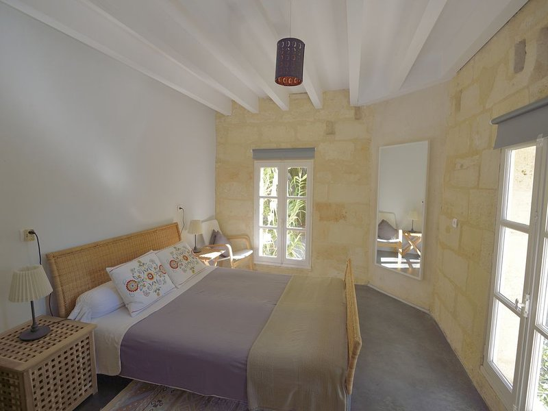 CHAMBRE D'HOTES DES 2 RIVIERES, holiday rental in Saint Martin de Coux
