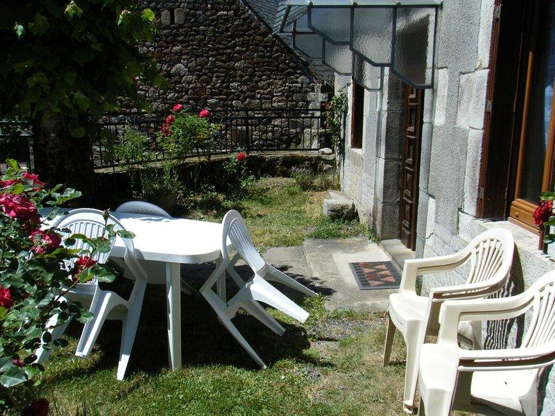 Maison de campagne au calme, aluguéis de temporada em Saint-Bonnet-de-Salers