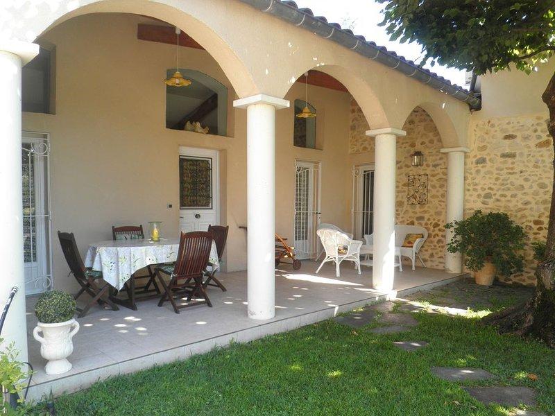 Mas gardois, au calme ,piscine, prestations grandes qualites, parc et terrasse, aluguéis de temporada em Saint-Julien-de-Cassagnas