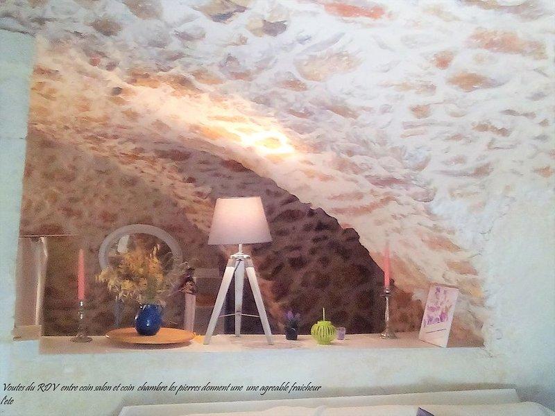Petite Bergerie LOFT voutes 25km Aix-en-Provence /10km ITER-CEA, holiday rental in Rians