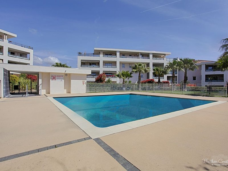 GAMEOU. Appartement. WIFI, piscine, 2 terrasses., location de vacances à La Ciotat