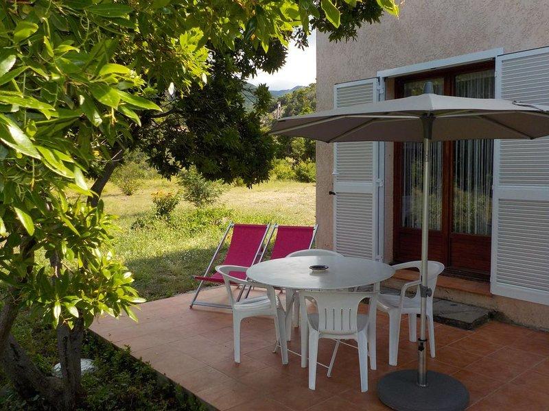 Appartement pour 4 personnes avec climatisation situe entre mer et montagne, holiday rental in Partinello