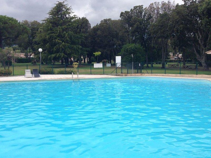 Mini villa dans propriété calme et sécurisée, location de vacances à Santa-Maria-Poggio