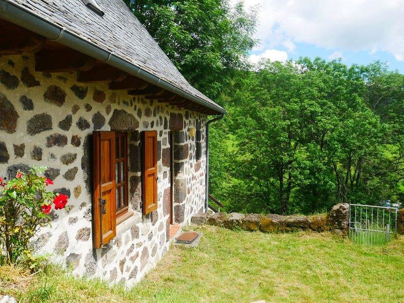 Petite maison auvergnate  dans hameau de montagne, aluguéis de temporada em Saint-Bonnet-de-Salers