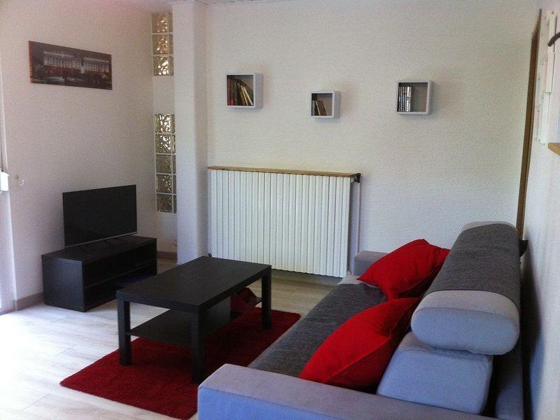 Appartement tout confort calme pour séjour agréable, holiday rental in Neufchateau