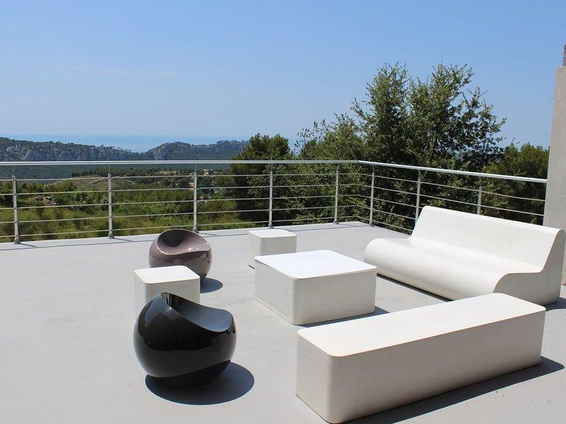 maison indépendante avec piscine,  vue panoramique mer, calme absolu, location de vacances à Évenos