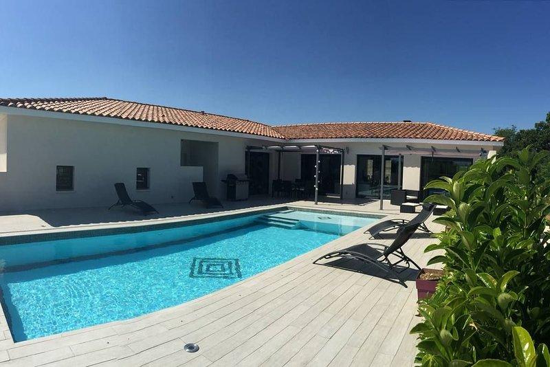 UZES et ses environs VILLA 5 étoiles pour 8 pers, holiday rental in Sainte-Anastasie