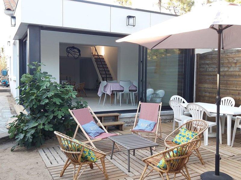 Villa sous les pins, à 3 minutes à pied de la plage et des commerces., holiday rental in La Tranche sur Mer