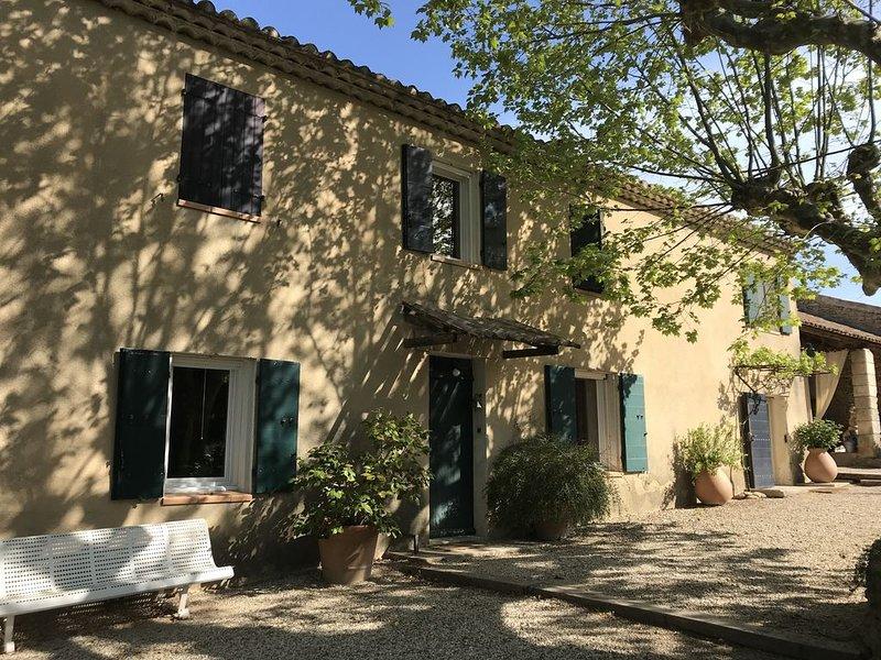 MAS 18ème 250 m2 AU COEUR DE LA PROVENCE - 8 PERSONNES, vacation rental in St Chamas
