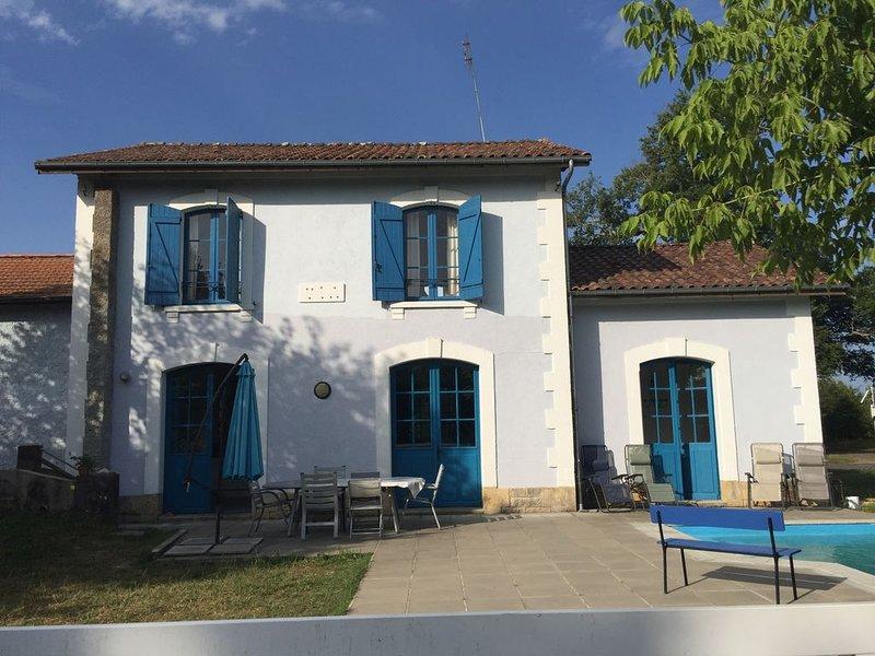 Maison avec piscine/Landes/Surf/Proche Océan/Entourée de forêt, casa vacanza a Onesse-et-Laharie