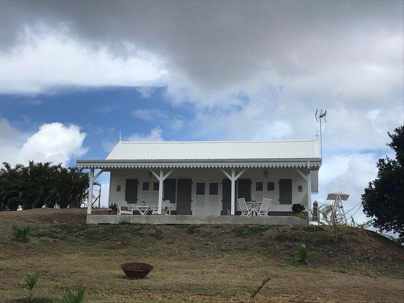 Maison créole neuve haut de gamme avec vue panoramique sur la mer et la campagne, vacation rental in Riviere-Salee