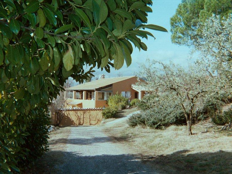 villa ensoleillée,renovée,vue panoram sur Mt-Ventoux,entre Faucon&Mollans s/Ouv, holiday rental in Puymeras