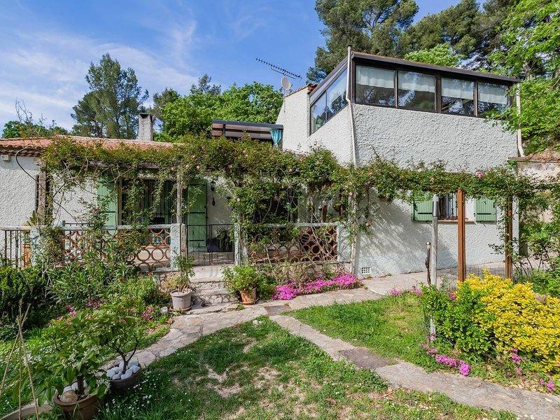 Appartement dans la villa des propriétaires, piscine, parking clôturé ., casa vacanza a Aubagne