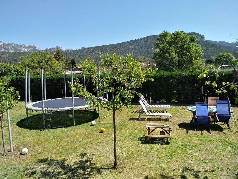 T3 Indépendant dans maison avec jardin à 10min de la mer, vacation rental in Cuges-les-Pins