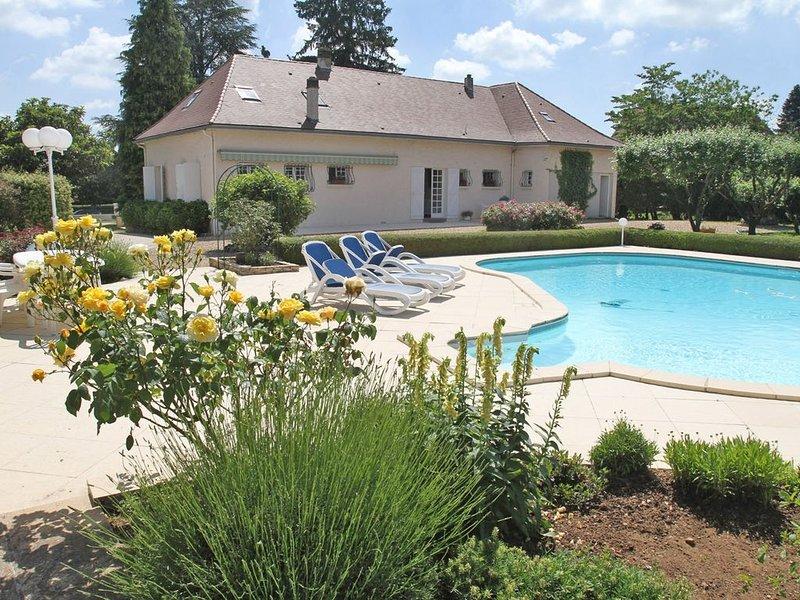 Maison avec piscine à 5 mn de Périgueux, casa vacanza a Chancelade